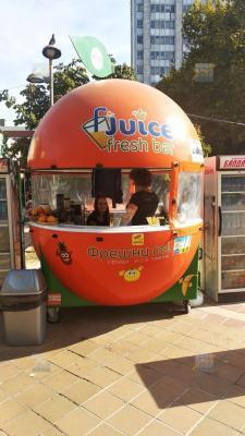Продавам подвижен павилион за прясно изцедени сокове / Fresh